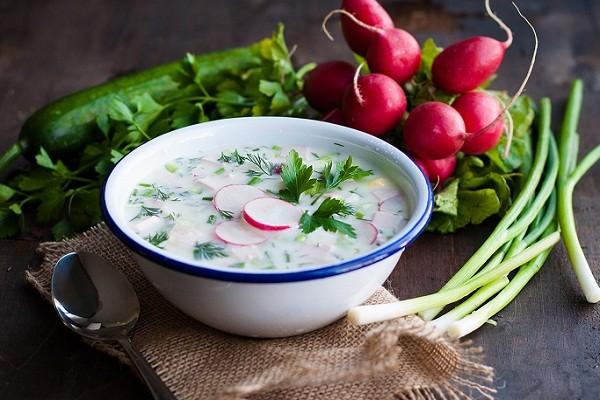 Studená jarní polévka