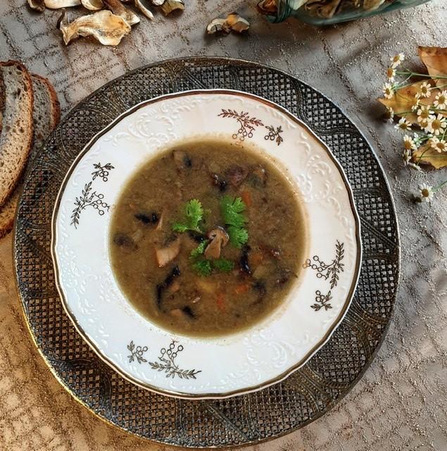 Podzimní syta houbová polévka